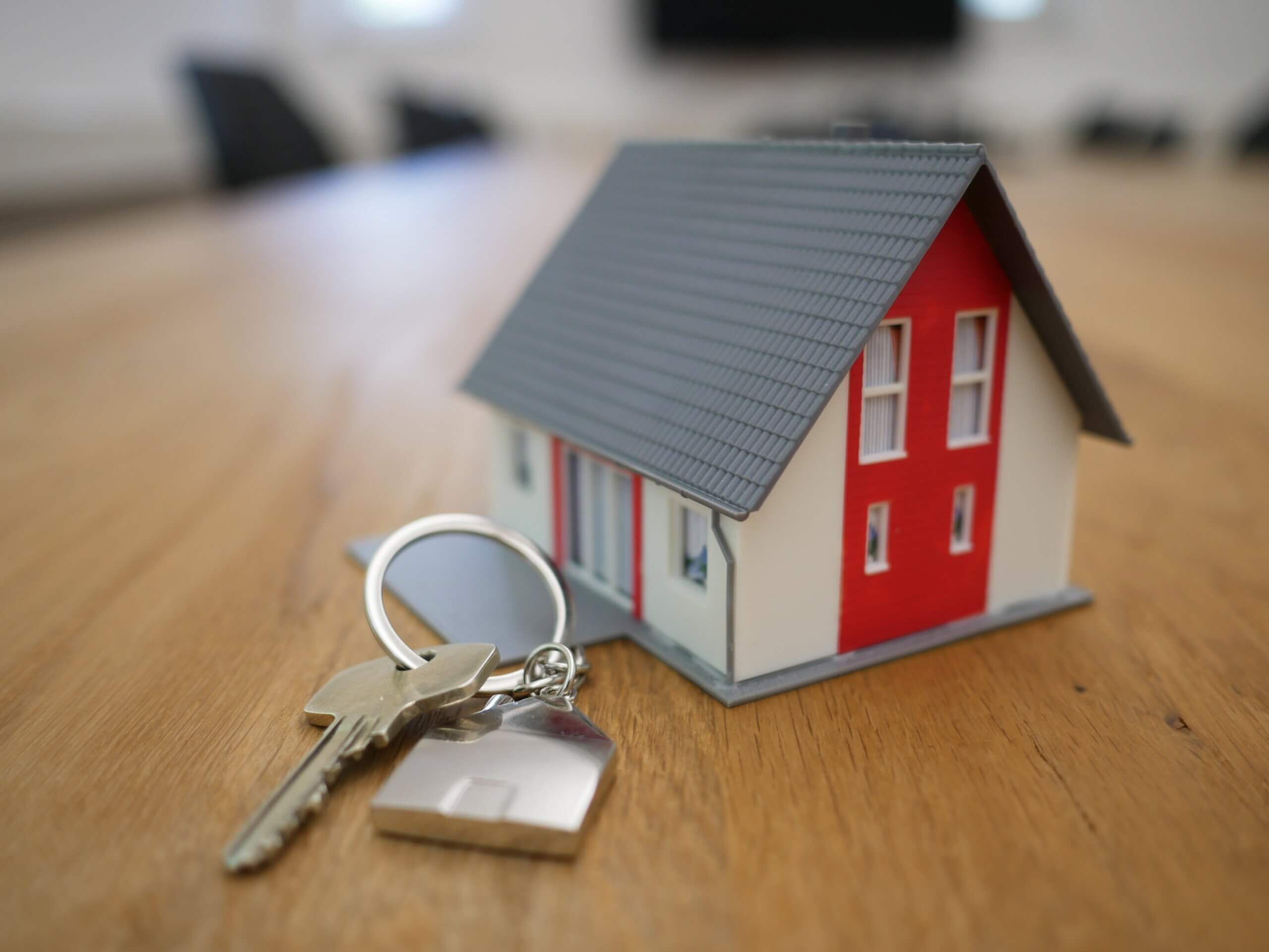 Who gets the house in a divorce in AZ?